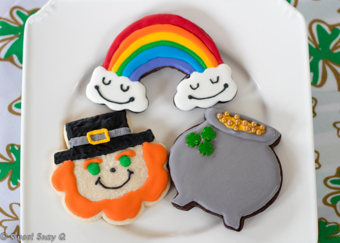 Leprechaun, pot of gold and a rainbow cookies